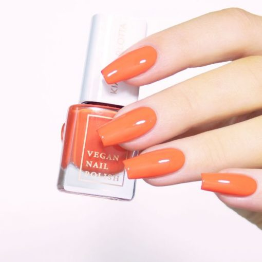Nagellack_laughter_rot-orange_kia_charlotta